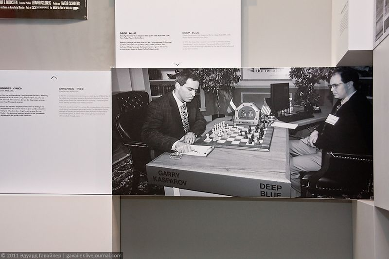 """Шахматный матч Гарри Каспарова против суперкомпьютера """"Дип Блю"""", способного оценивать до 200 миллионов позиций в секунду, в 1996 году. Каспаров победил со счётом 4:2."""