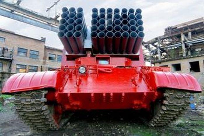 Пожарная техника на базе военной техники и танков (24 фото)