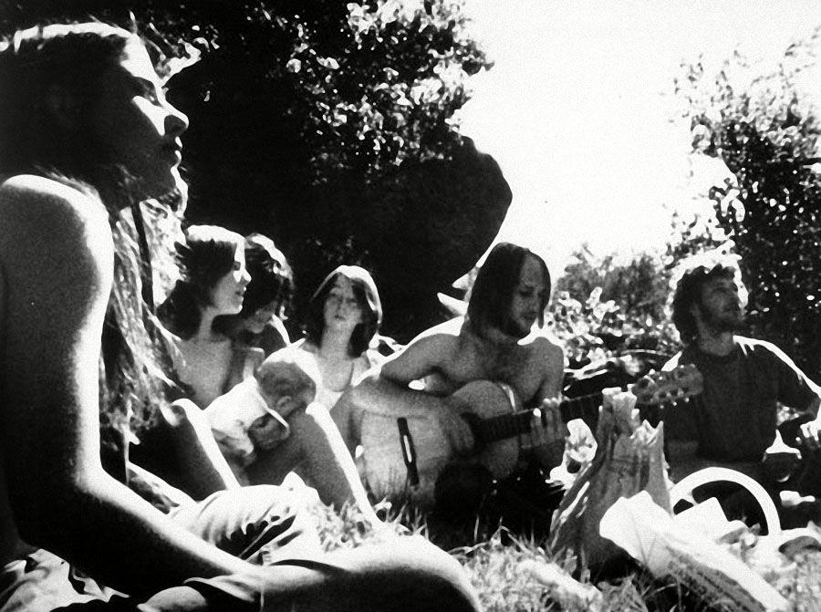 Сьюзан Аткинс, Патрисию Кренвинкель и Лесли Ван Хоутен приговорили к смерной казни за убийство семи человек в Лос-Анджелесе в ночь с 8 на 9 августа 1969 года. (REX FEATURES)