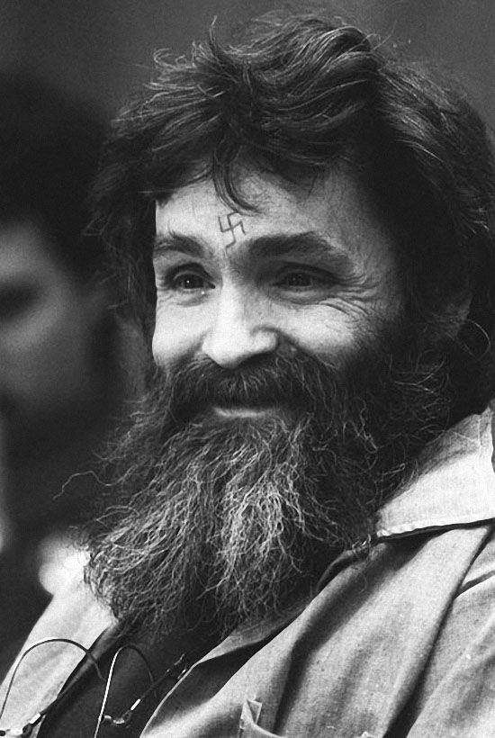 Первое слушание по делу о досрочном освобождении Мэнсона прошло в 1978 году. 23 мая 2007 года ему отказали в 11-ый раз. (AP)