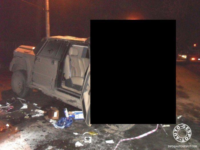 В Риге разбили люксовый внедорожник Dartz Kombat (2 фото)