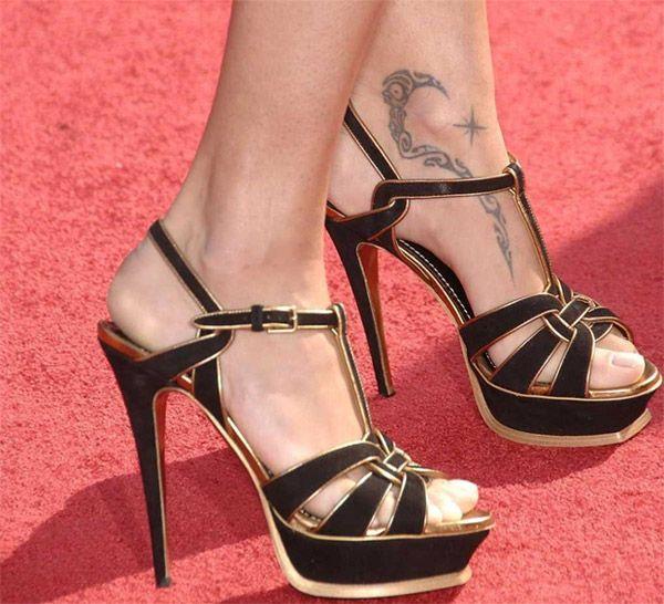 Знаменитые женщины и их татуировки (17 фото)