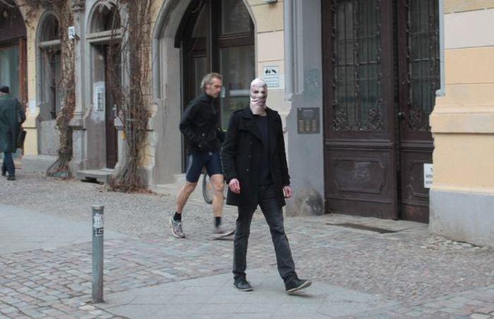 Пиксельная маска, как защита от папарацци (3 Фото)