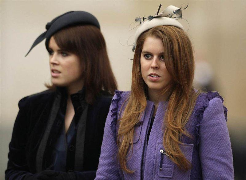 8. Принцесса Беатрис и ее сестра принцесса Евгения – дочери принца Эндрю и Сары Фергюсон, графа и графини Йорка. (Shaun Curry / AFP - Getty Images)