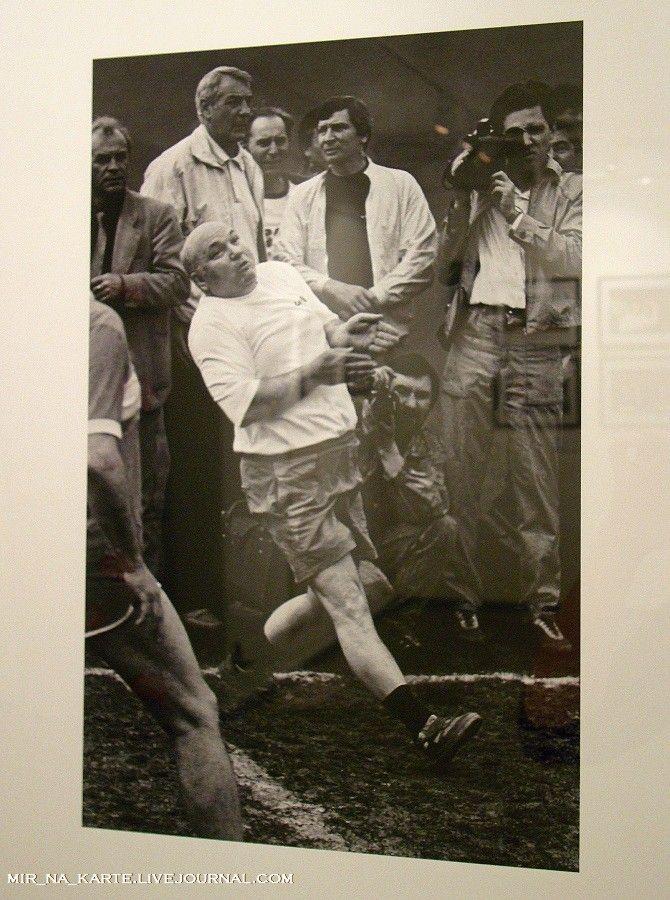 22. Вице-мэр Москвы Юрий Лужков. Товарищеский матч по волейболу, 1991 год