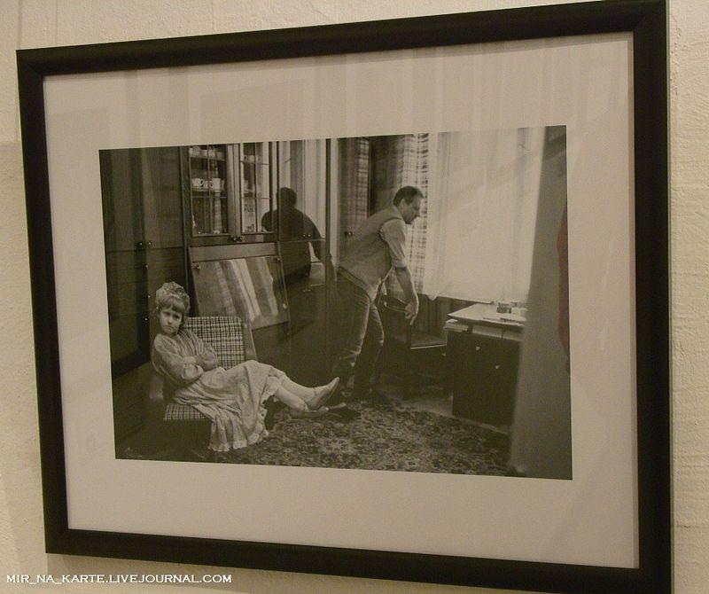 26.  Анатолий Собчак и дочь Ксения. Дома в Ленинграде. 1989 год