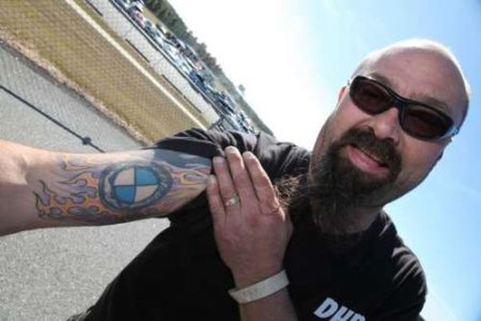 Татуировки фанатов марки BMW (12 фото)