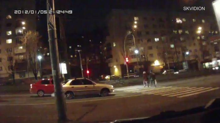 Большая подборка аварий с пешеходами на русских дорогах (видео)