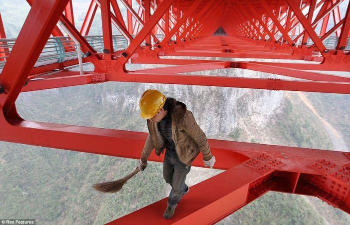 В Китае построили самый длинный подвесной мост в мире (6 фото)