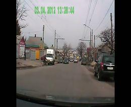 Узбек на велосипеде врубился в машину