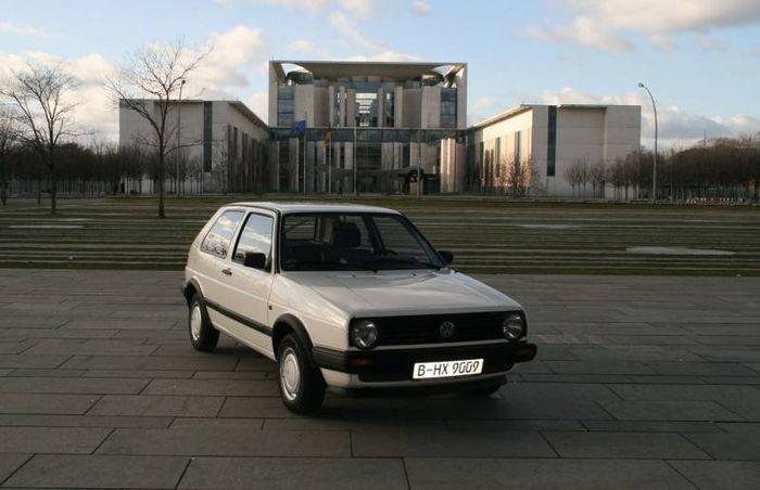 Volkswagen Golf Ангелы Меркель продадут на аукционе (7 фото)