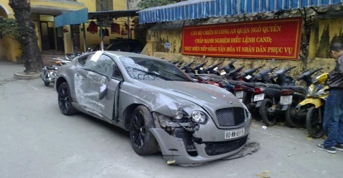 Во Вьетнаме разбили Bentley Continental Supersports (7 фото)
