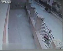 Пьяный водитель задавил мать и дочь
