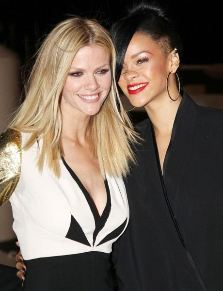 Две милые девушки Бруклин Декер и Rihanna (8 Фото)