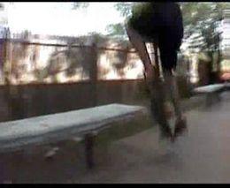 Жесткое падение скейтера