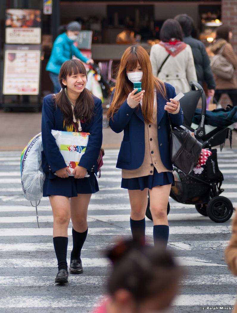 японские школьницы у врача подсматривание