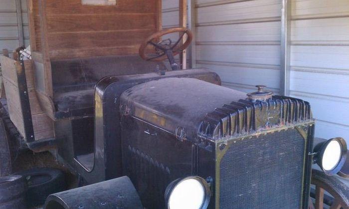 очередная раритетная находка - Nash Truck 1917 года выпуска (4 фото)