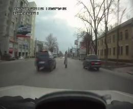 Полоумная бабка на дороге