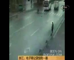 Счастливый китайский пешеход