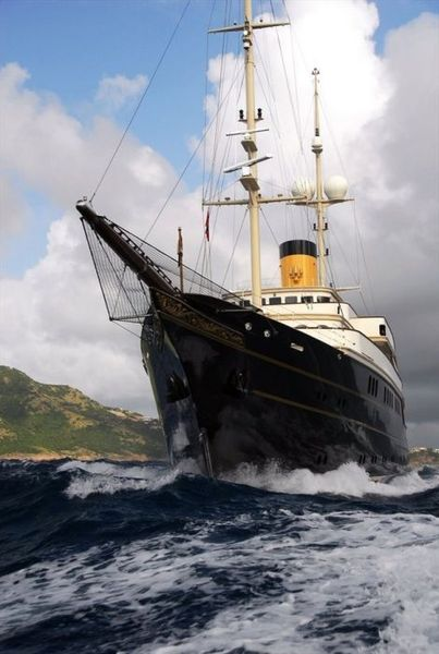 Потрясающая яхта Nero (15 фото)