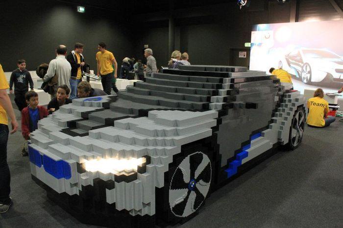 BMW i8 hybrid из конструктора LEGO (7 фото)