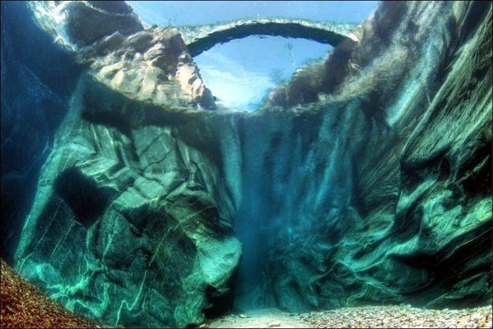 Прозрачные воды реки Верзаска (12 фото)