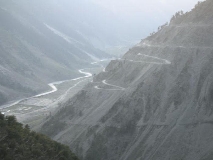 Подборка самых опасных дорог в мире (91 фото)