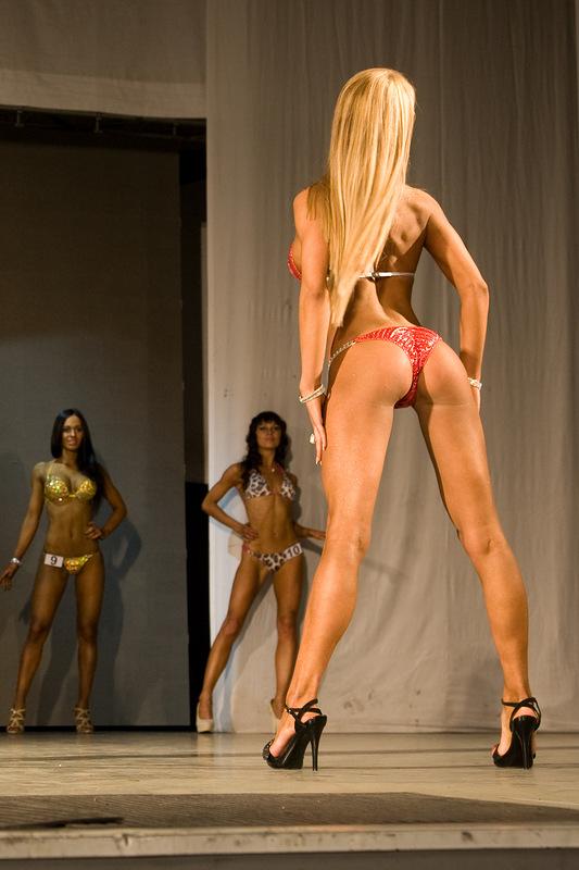 Мисс бикини в апреле 2012 года