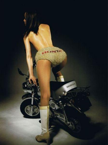 Красивые девушки и мотоциклы (20 фото)