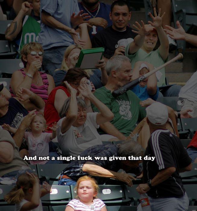 Фотожесть бейсбольная бита, невозмутимость, прикол, трибуны