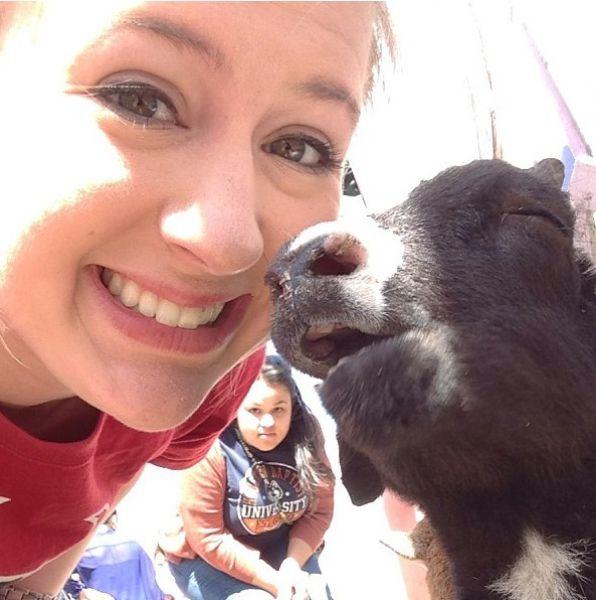 Фотка выражение лица, животное, красивая девушка, улыбка