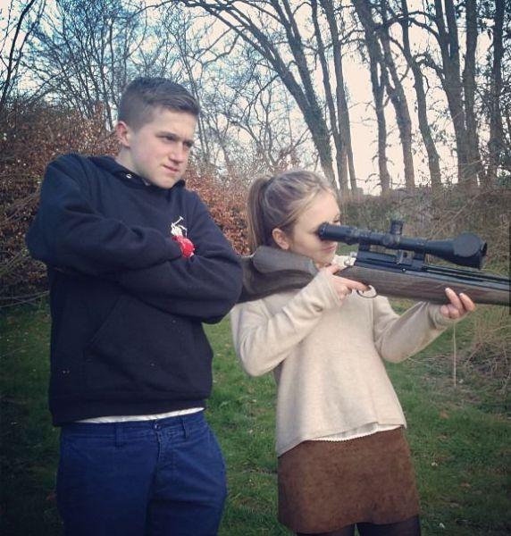 Фотоприкол онлайн винтовка, девочка, оружие