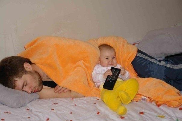 Фанни фото выражение лица, отец и сын, пульт, ребенок, спит