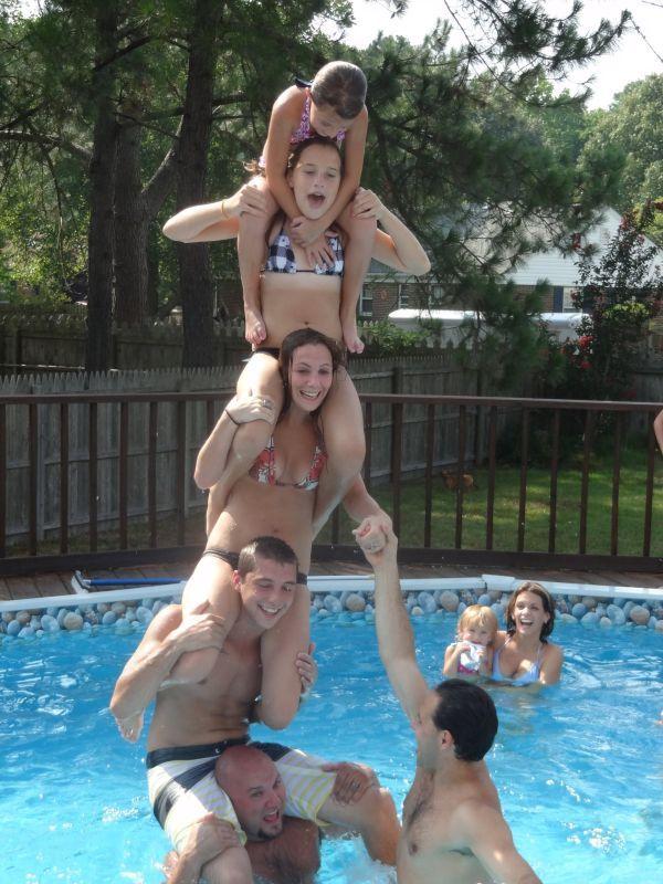Прекрасные фото бассейн, башня, прикол, семейное фото