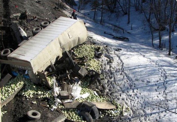 авария с фурой, камаз, упал с моста
