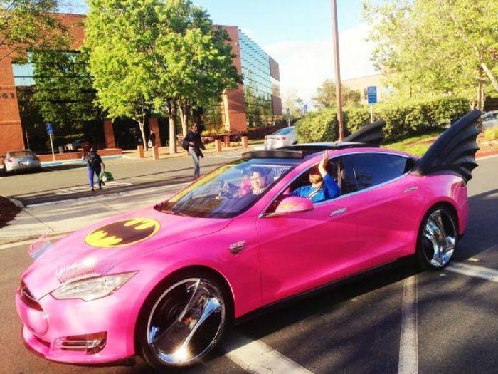Пикантный фотоприкол бэтмобиль, диски, необычное авто, цвет