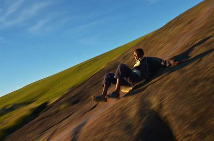 Юмор прикол, спуск с горы, темнокожий