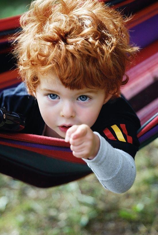 Фото прикол крутая фотография, маленький мальчик, пальцем, указывает