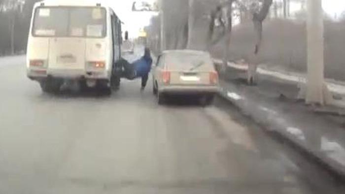 авария дня, авто авария, авто, выпал, автобус