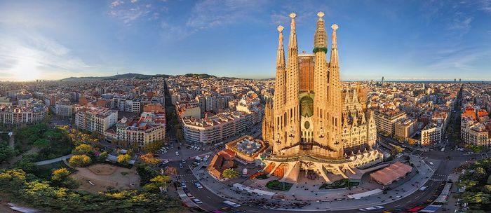 Собор Святого Семейства (La Sagrada Familial) Tn