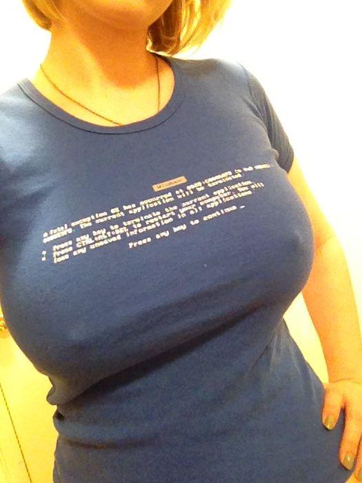 Фото большая грудь в майке
