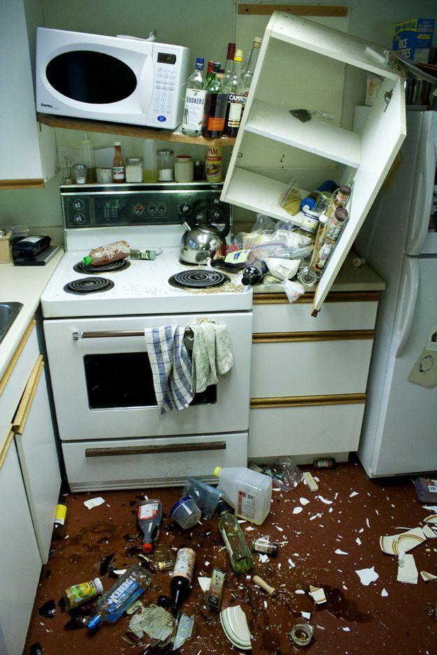 Фото беспорядок, кухня, разгром, упала