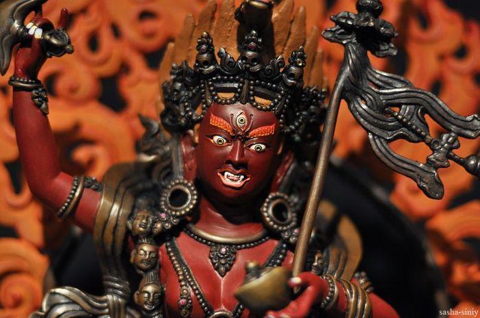 выставка, живопись, статуи, ритуал
