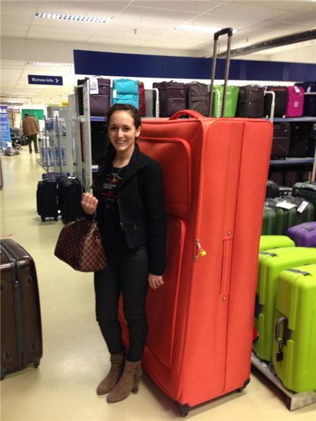 Упакуй чемодан своими руками как в аэропорту! Обмотай