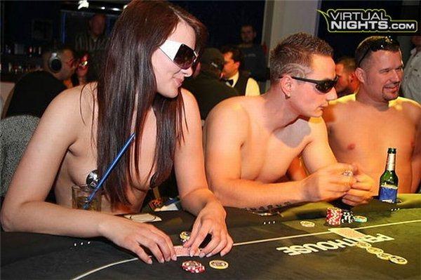 Фотожесть девушка, обнаженные, покер