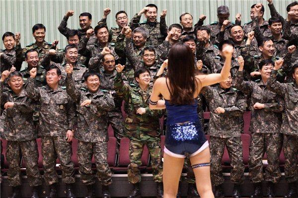 Юмор азиаты, военные, девушка, прикол, солдаты