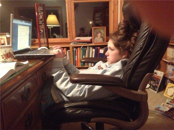 Фотоподборка девушка, за компом, ноутбук, поза