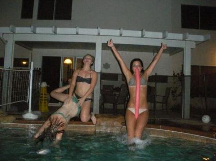 Новый фотоприкол девушки, крутая фотка, прыжок в бассейн