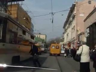 Не заметил троллейбус