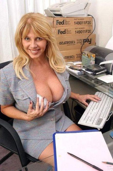 Прекрасные фото большая грудь, девушка, на работе